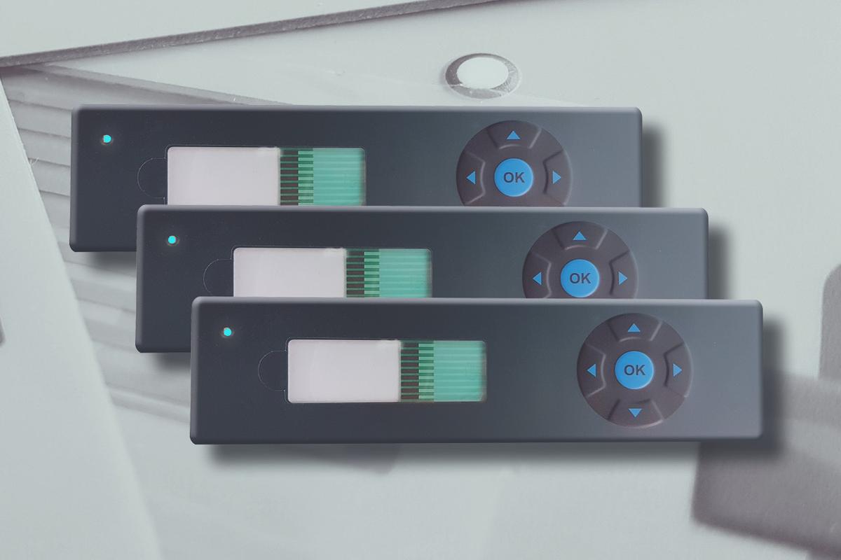 Folientastatur schwarz-blau mit Tastenprägungen und LEDs