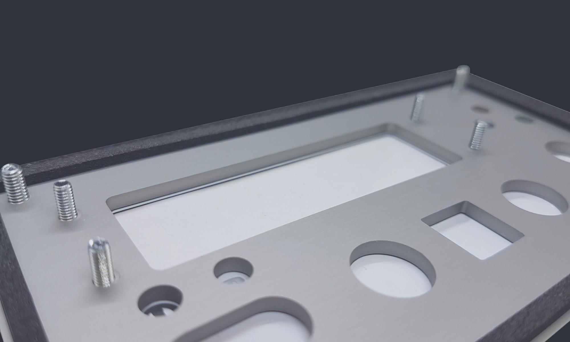 Trägerplatte Aluminium eloxiert mit Einpressbolzen und Dichtung